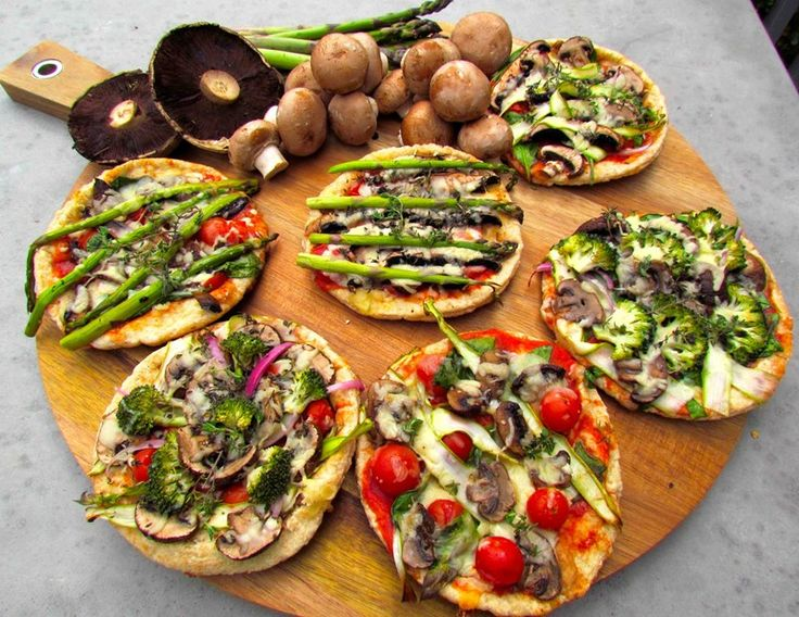Mushroom and Asparagus Pita Pizzas