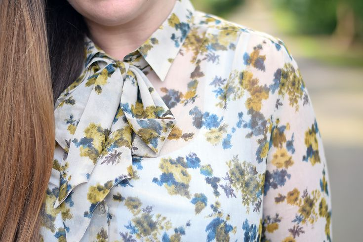 Fashion blogger 'Jacquard Flower' styles our 'Yellow Blue Flowers Blouse' with white jeans, pumps and a tote.