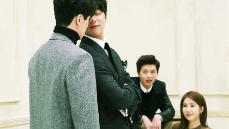 Gong Yoo ♥ Lee Dong Woo | jajaja la cara de Sungjae! Me encanta la reacción de Yoo In Na! #Goblin #tvN #Bromance
