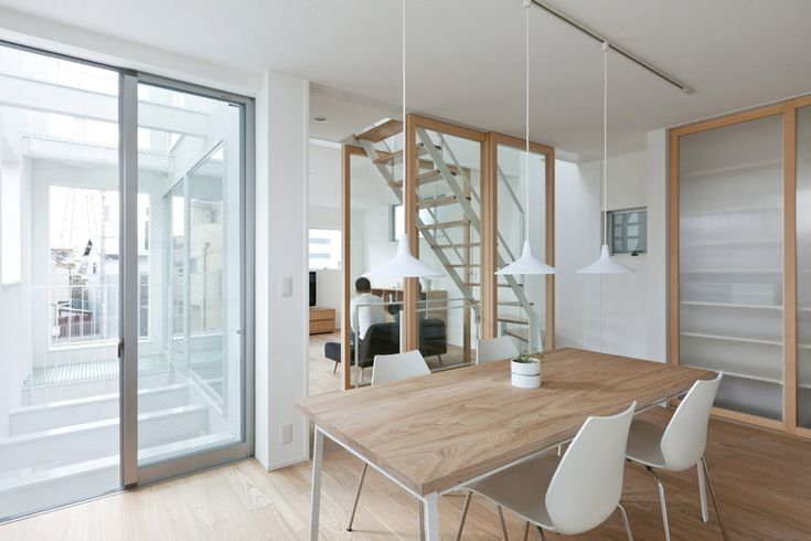 House K is a minimal home located in Osaka Japan, designed by Takeshi Hamada.