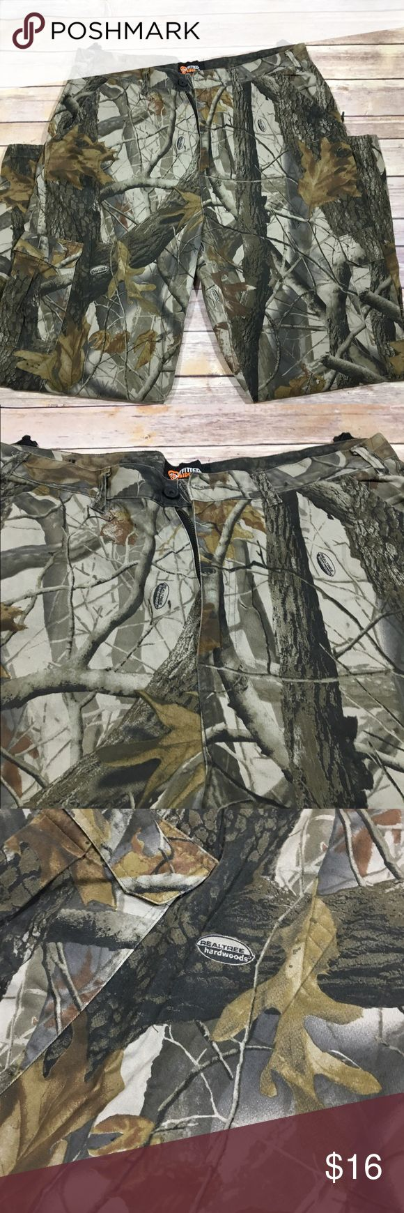 Outfitters Ridge Mens Realtree Camo Pants, L 36/38 Outfitters Ridge Mens Camo Hunting Pants  Realtree Hardwood Camo Adjustable Waist and Ankles Size: Large 36/38 100% Cotton Made in Bangladesh Excellent Used Condition Outfitters Pants