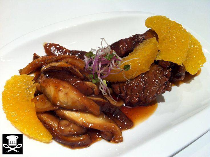 lomito de ternera con naranja, shitakes y pimienta de sichuan