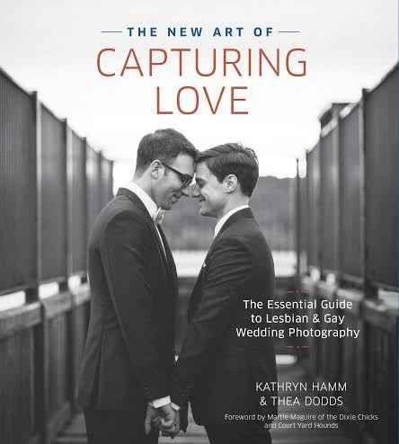 """Estas imágenes se obtuvieron de las obras de los fotógrafos que participan en el libro """"The Art Of Capturing Love"""" y proporcionadas por las coautoras Kathryn Hamm y Thea Dodds.   13 fotógrafos en sus bodas favoritas de personas del mismo sexo"""