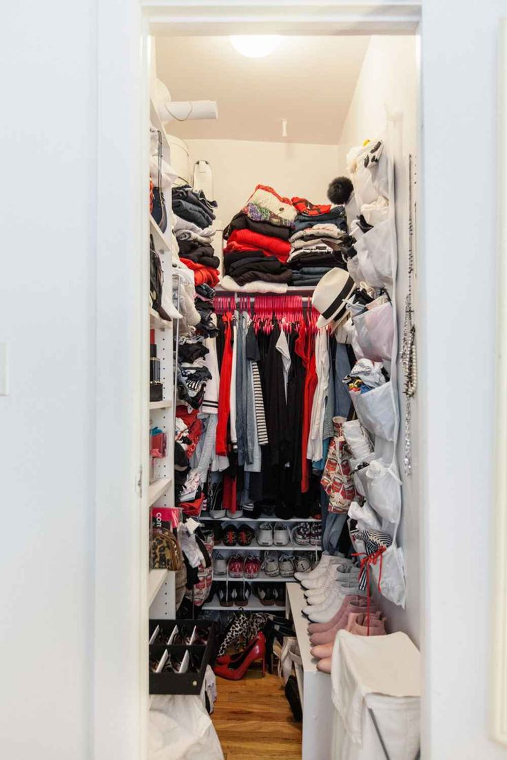 How to organize your messy crowded closet closet for How to organize your walk in closet