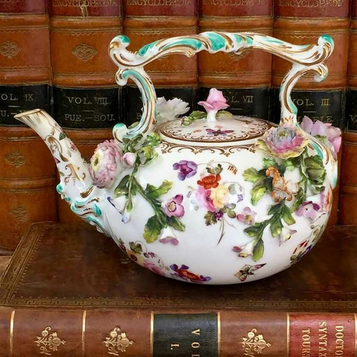 Looks like Coalbrookdale /Coalport   I do wish the Original Pinners would at least give the Name on the Pottery Cheers Ann