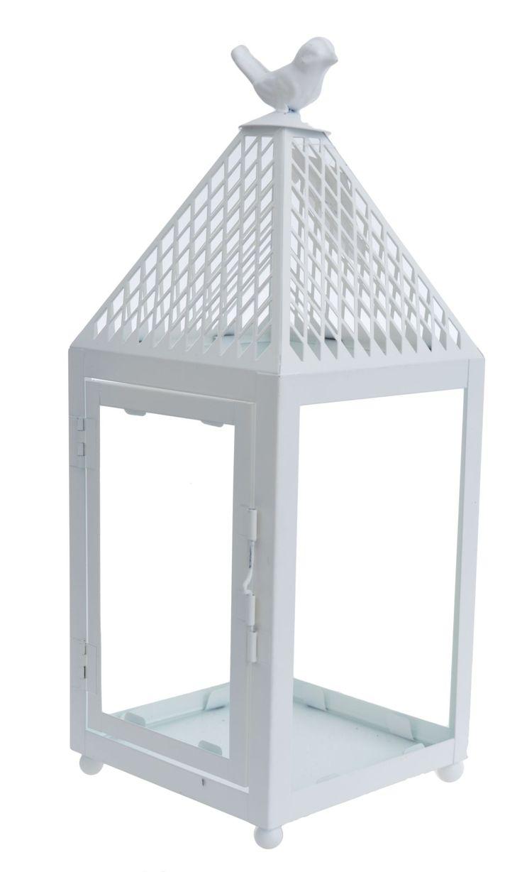 Latarnia metalowa biała o wysokości 36 cm. Daszek latarni ażurowy z ptaszkiem na górze. Boczne drzwiczki uchylne. Metalowa latarnia idealnie nadaje się do dekoracji w domu lub w ogrodzie.  Drzwiczki zamykane na metalowy skobelek.