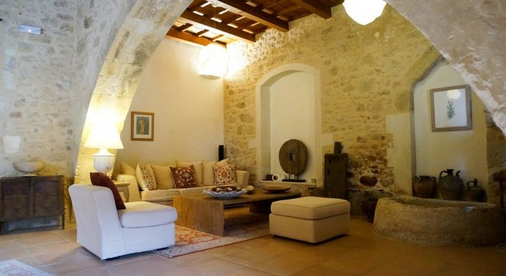 Discover Kapsaliana Village Hotel in Crete, a village in ruins rescued by turning historic houses into comfortable guest lodgings #StayinHistory #HistoricAccommodation #Crete