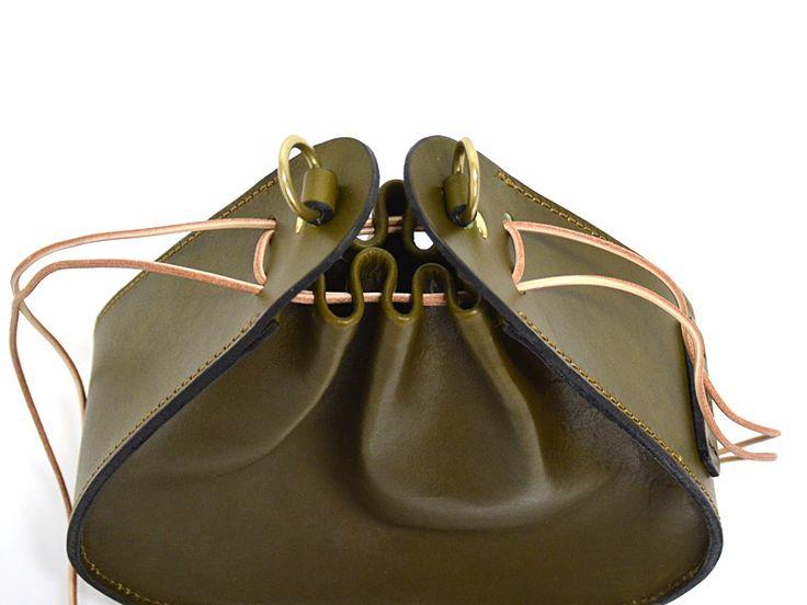 巾着鞄(Q-27)は革の表情が豊かなレディースハンドバッグ「HERZ(ヘルツ)公式通販」