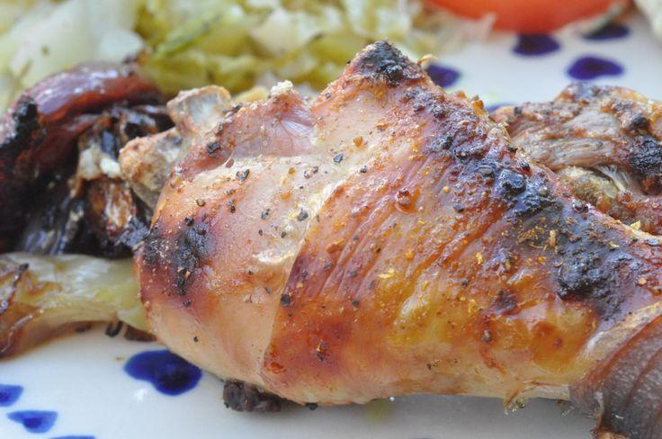 Hvis du følger bloggen trofast, vil du vide, at vi her i huset spiser kylling én gang om ugen, nemlig hver fredag.  Det siger sig selv, at vi så efterhånden har spist kylling i mange afskygninger. MANGE! Lige fra kylling
