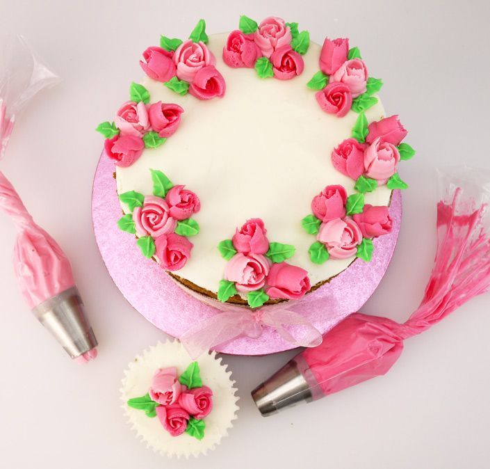 How To Pipe Pretty Flowers In Seconds | Cake Craft World News