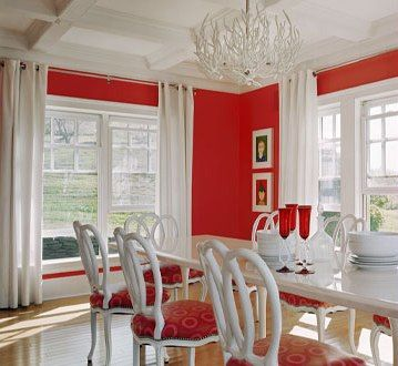 Red and White Dining Room ~ this is Crisp and Cheery~ love the Chandelier, would love the whole room even more if the walls were orange!