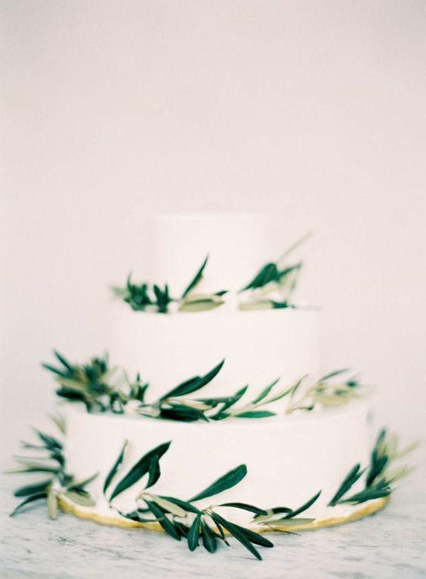 Bolo dos noivos, sapatos de noiva e bouquet: um trio perfeito!