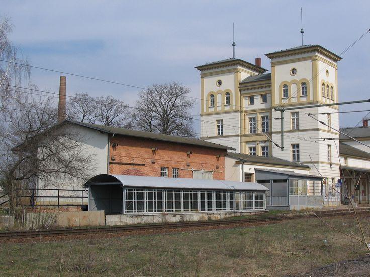 Bahnhof Bad Dürrenberg, Strecke Leipzig-Großkorbetha. Ein imposanter Bau, heute ungenutzt und Opfer eines Brandes!