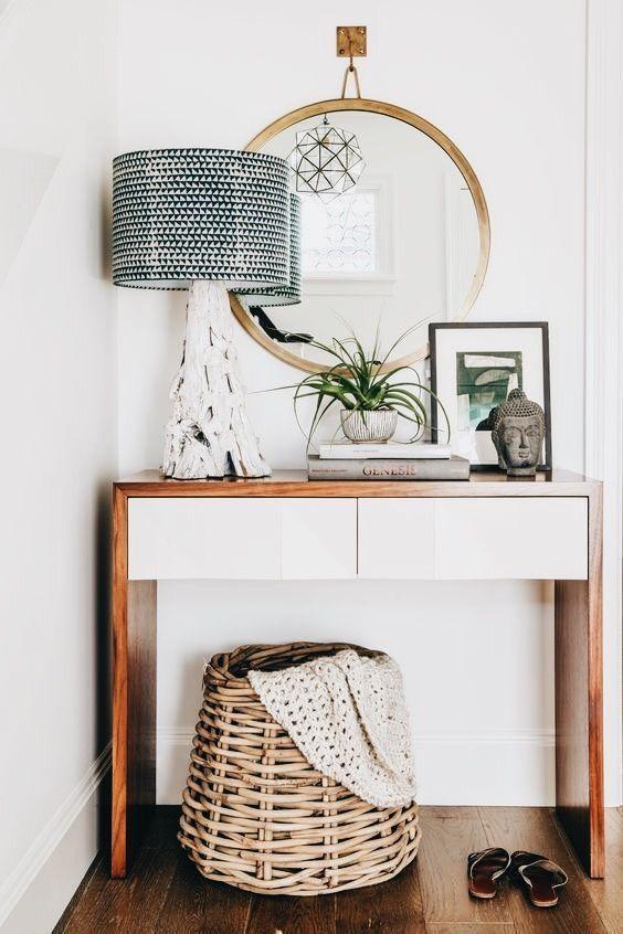 mueble de entrada.. me gusta que tiene dos tonos, blanco y madera