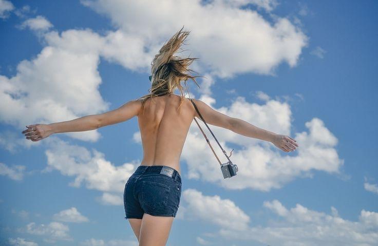 露出の増える夏の大敵と言えば、背中の贅肉。なかなか背中周りの筋肉を使う機会がなく、落としたくても全然落ちないと諦めてはいませんか?今回は、背中周りの重要な3つの筋肉を鍛え、綺麗な背中を作る方法をお伝えします♪
