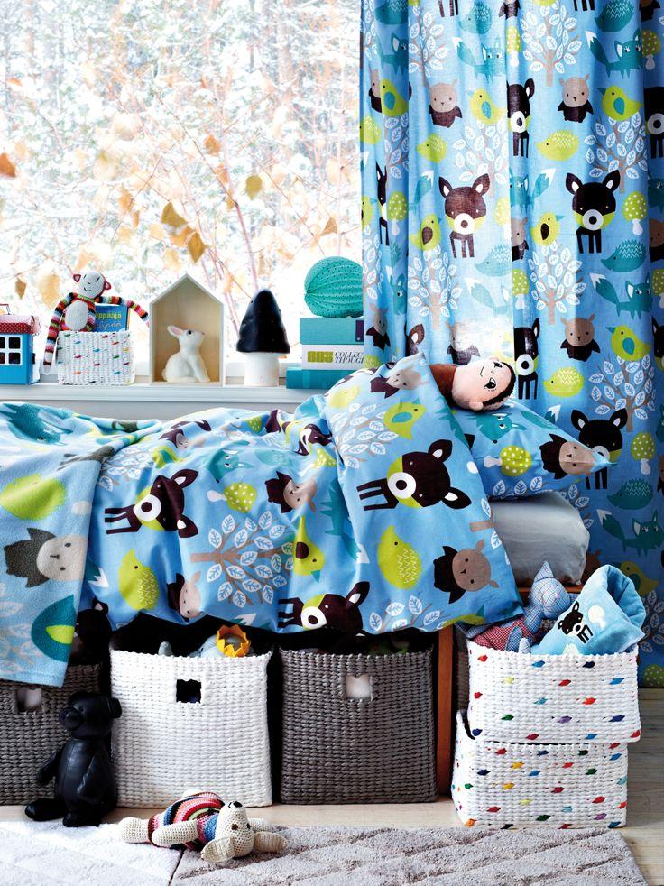 Luhta Home uutuus pussilakanat lapsille. Sympaattinen temmeltäjät kuosi vilisee metsäneläimiä. Väreinä viileä sininen, trendikäs oranssi ja herkkä vaaleanpunainen. #makuuhuone #pussilakanat #vuodevaatteet #luhtahome #lastenhuone
