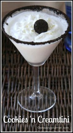 Cookies 'n Creamtini Dessert Cocktail Recipe - easy Oreo vodka drink | SnappyGourmet.com