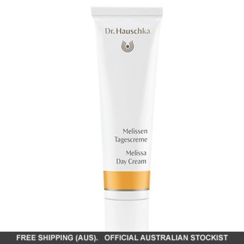 This balancing day cream with fortifying extracts of witch hazel and revitalising English daisy refines the skin and leaves the complexion soft and even.