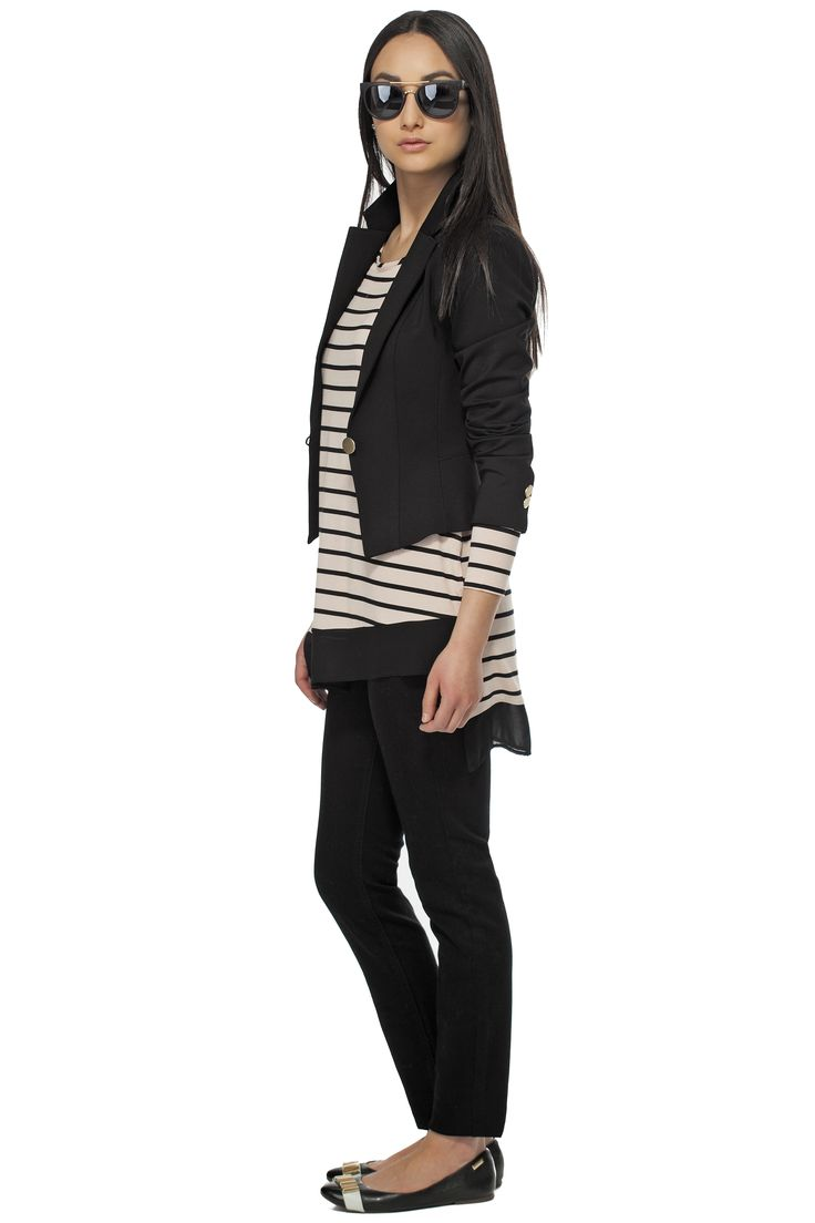 Pour un look branché, portez notre veston court de ponte avec notre haut rayé asymétrique! /This assymetrical striped top looks perfect under this short jacket! https://www.tristanstyle.com/en/women/looks/4/fv020c1130zrs50/