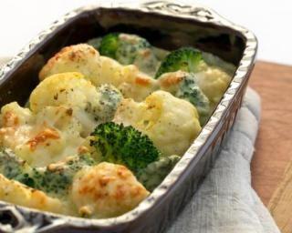 Gratin de brocoli, chou fleur et comté à la béchamel légère : http://www.fourchette-et-bikini.fr/recettes/recettes-minceur/gratin-de-brocoli-chou-fleur-et-comte-la-bechamel-legere.html