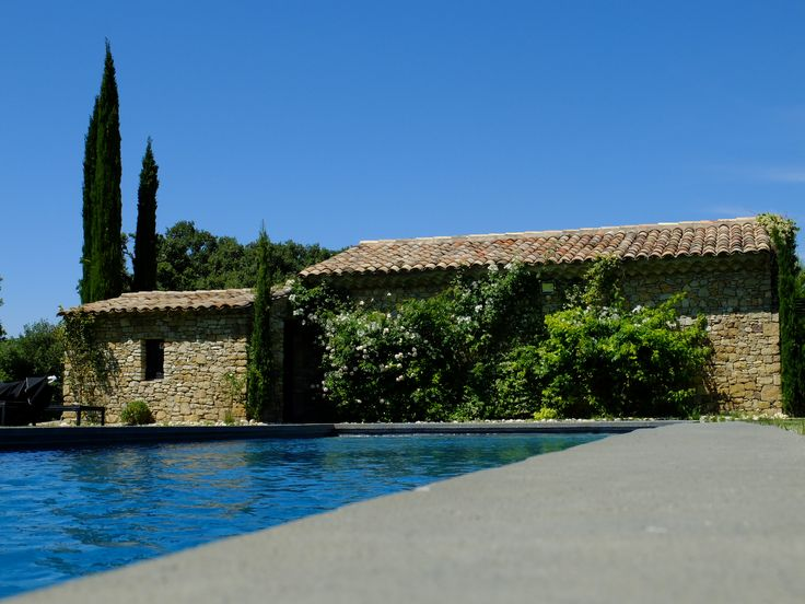 Espace de bien être avec une piscine à disposition de nos Hôtes