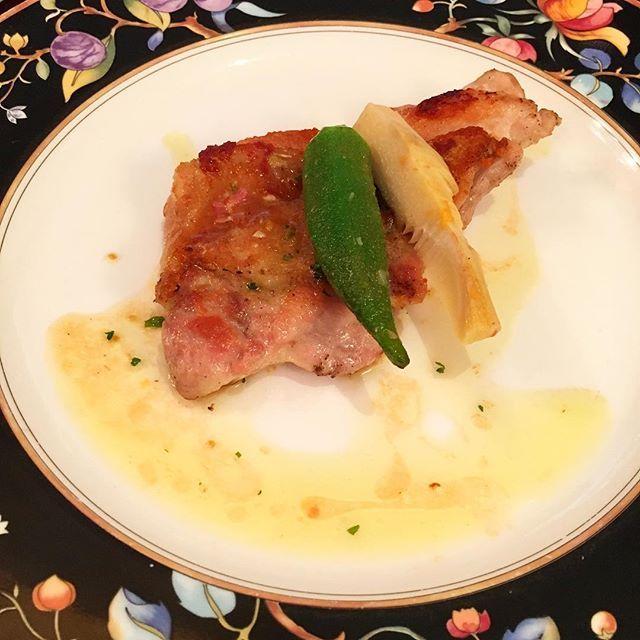 鳥もも肉のグリル😋 皮がカリカリ、中は柔らかくて美味しかったー❤️ * #ランチ#ランチ会#鶏肉#ジューシー#肉#お昼ご飯#グリル#イタリアン#チキン#chicken#lunch