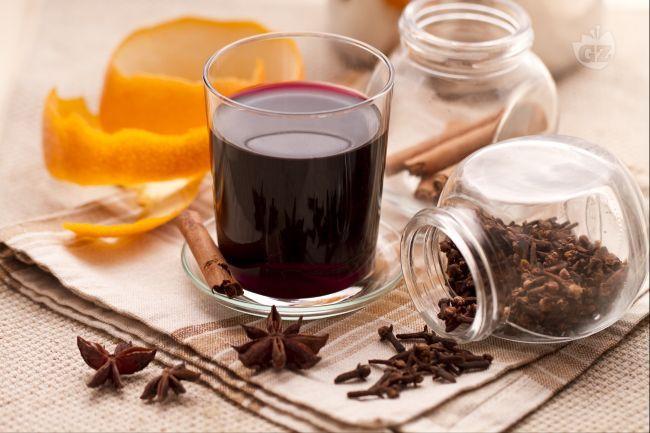 Il vin brulè è una deliziosa e aromatica bevanda, che va servita calda; preparata con  vino rosso corposo, spezie e agrumi, è tipica delle zone montane, dove il freddo è più accentuato.