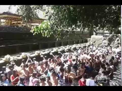 Permandian Air Suci Tirta Empul Bali