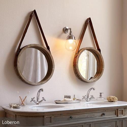 Spiegel haben in der Regel zwei entscheidende Vorzüge: Sie spiegeln unser Abbild und verleihen dem Raum eine Extraportion Tiefe. Dieser hier punktet darüber…