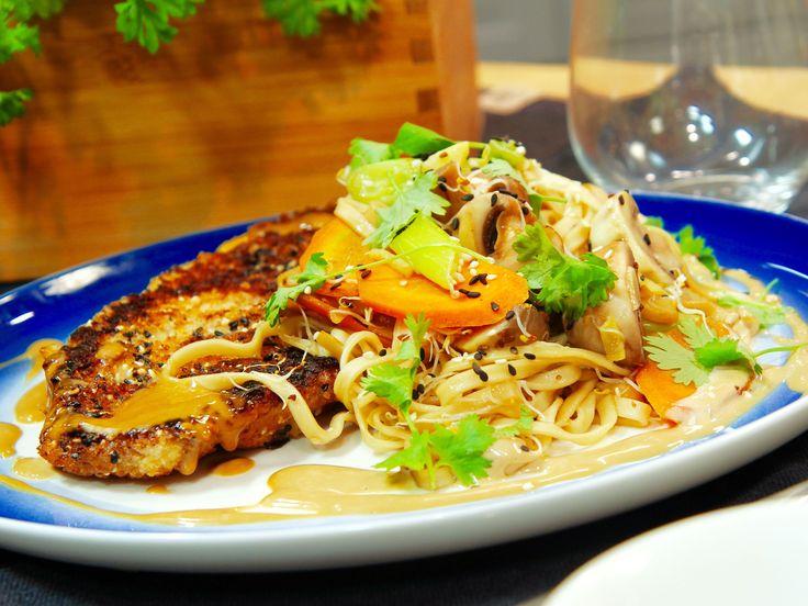 Japansk schnitzel med nudlar och sojamajonnäs | Recept.nu