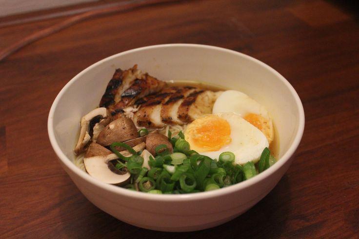 Een ramensoep is opgebouwd uit bouillon, noodles (ramen) en toppings. Eigenlijk is dit een soep die minstens 24 uur op moet staan en waarvan de smaak opgebouwd moet worden. In Japan gaat het recept...