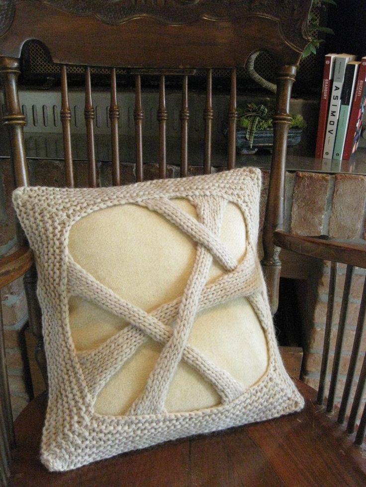 Interamente realizzati a mano: cuscini con una base in tessuto di lana del Lanificio Paoletti di Follina (TV), e una parte realizzata a maglia in filato di lana e alpaca.  Entirely handmade: cushion in woolen fabric by Paoletti woolen mill of Follina (TV-Italy), and knitted wool and alpaca. Da/from €35. Interior design knit