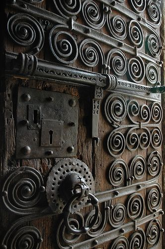 Porta de Eglise Saintes Juste et Ruffine by Quim Bahi..........OH MY GOD, GORGEOUS DOOR!