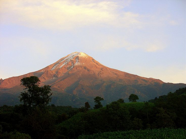Pico de Orizaba desde el Centro misionero Rafael Guízar y Valencia en Chilapa, Veracruz, México