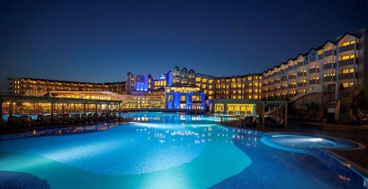 Arcanus Side Resort - Arcanus Side Resort, doğa harikası bir bölgede, mavi ile yeşilin kesiştiği noktada konuşlanmış, 463 odadan oluşmaktadır. Oda dağılımı 449 standart odası ve 14 aile odası ile toplamda 463 odalı modern bir tesistir.  Bu tesis plaja 3 …