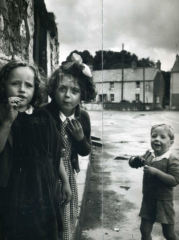 Philip Jones Griffith - Laugharne, Wales 1952. S)