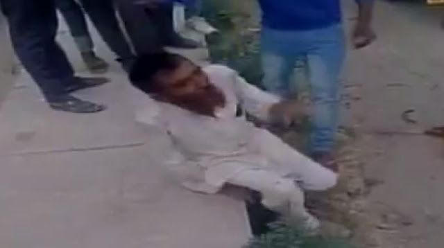 Hindu radikal bantai warga pembawa Sapi  Pehlu Khan dikeroyok sampai mati oleh massa Hindu radikal  Seorang warga bernama Pehlu Khan 55 tahun akhirnya meregang nyawa setelah dikeroyok sekelompok Hindu radikal pelindung Sapi di Alwar Rajasthan akhir pekan lalu. Pehlu adalah seorang pemerah susu bukan penyelundup ternak seperti yang dituduhkan massa. Korban berencana membeli Kerbau perah ketika berangkat dari Mewat menuju Jaipur hari Jum'at (31/3). Sebagai produsen susu ia ingin meningkatkan…