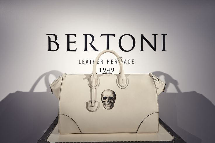 Freedom Collection - The beautiful Gulliver Travel bag in white leather and skull-painted. #Bertoni1949