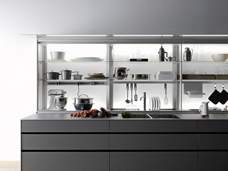 Moderne Küchen in minimalistischem Design, mit klaren Strukturen und puristischer Ausstattung. Ob als Ausstellungsstück oder integriert im Familienloft: Diese Küchen sind die modernsten Hingucker der Zukunft.