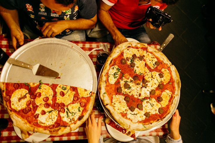 Pizzeria Battle in NYC: Lombardi's vs Grimaldi's