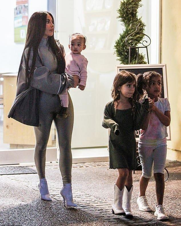 Kim Chicago North Penelope Kardashians Kardashian Kardashiankids Kardashiansworld Kardashianc Kim Kardashian Outfits Kim Kardashian Kardashian Outfit