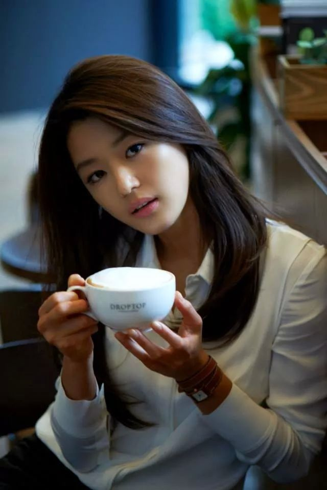 Jeon Jihyun as Han Haera. Sweet but calculating, fickle and tends to act on impulse before thinking about repercussions.