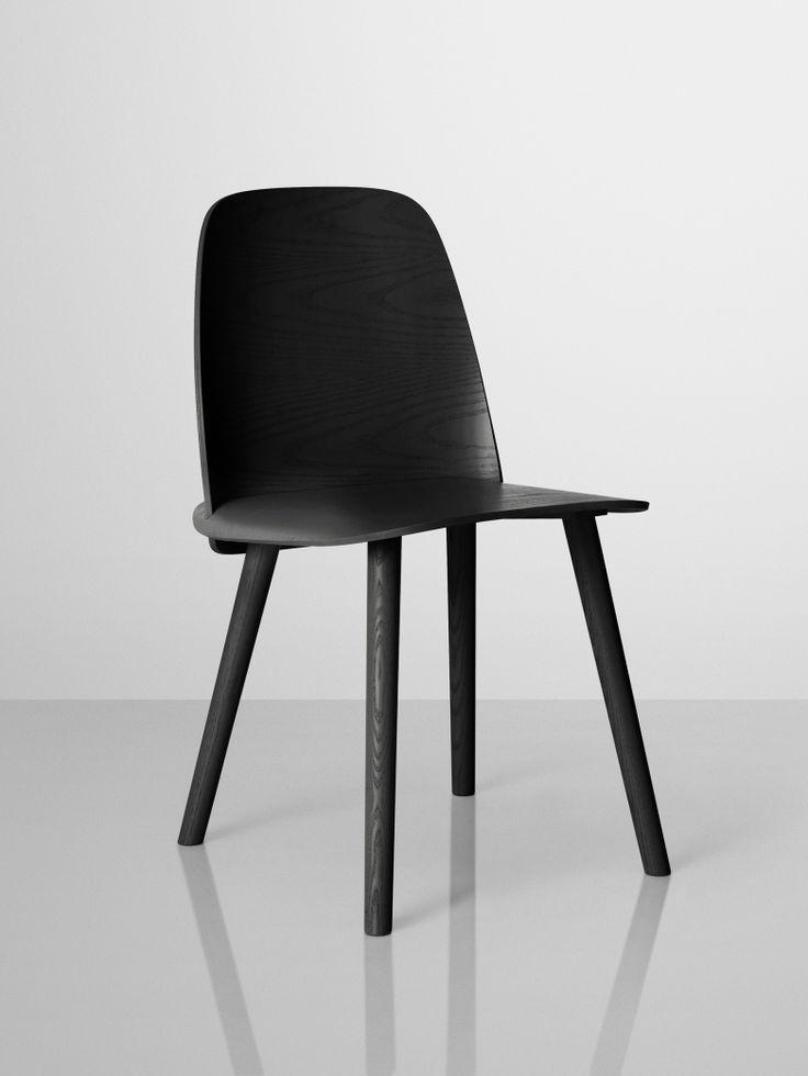 Design av David Geckler för Muuto. Stolen Nerd har ett starkt personligt uttryck och finns i hela åtta olika färger! Material och hantverksskicklighet i fokus med referenser till klassisk skandinavisk design. Tillverkat av formpressad fanér och ekträ.