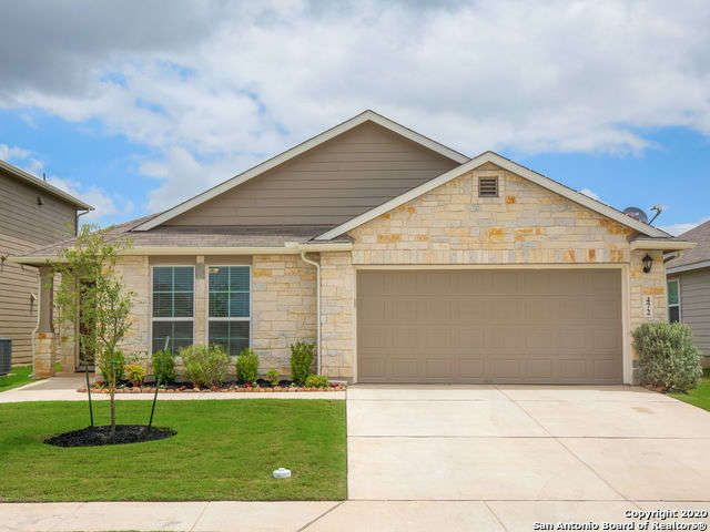Single Family Detached New Braunfels Tx You Want A Home With All The Bells And Whistles Without Having To Beg F Vacation Property Sale House Renting A House