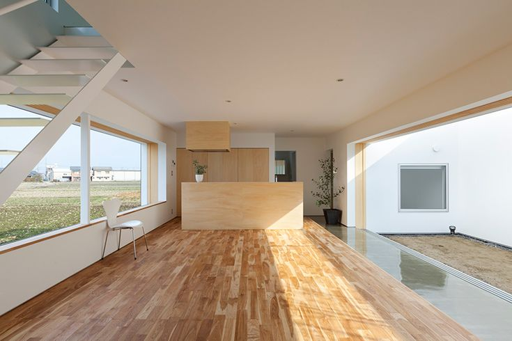 an internal void in a regular box makes for a dynamic private living condition with a personal courtyard.