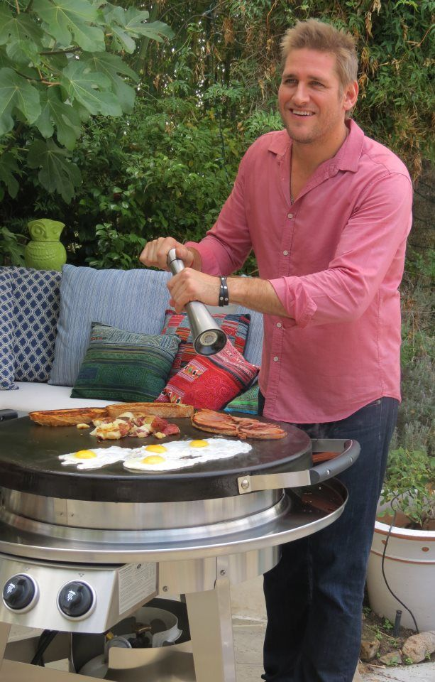 Curtis Stone making breakfast on his Evo Circular Cooktop!