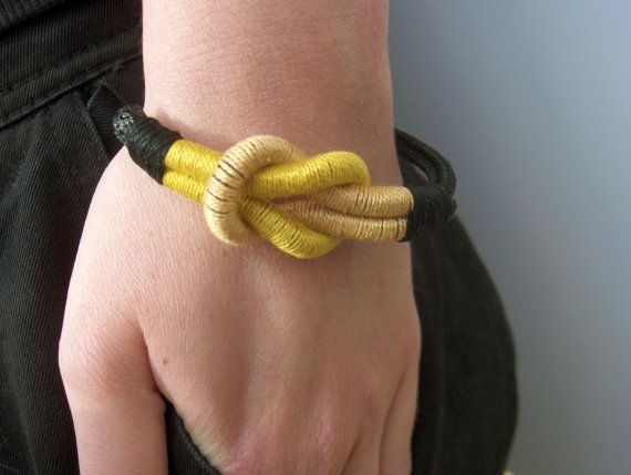 Reef Knot Bracelet in yellow and beige Nautical by JollyJollyJulie