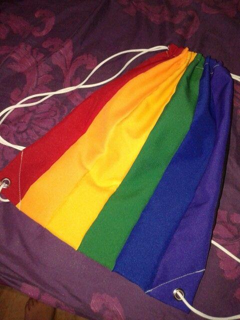 Mochila de la diversidad u orgullo gay!  Edicion limitada by-strech con popelina gruesa! 30x45 cms aprox! Www.facebook.com/lonamia.mochilas