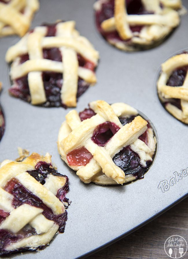 Mini Berry Pies - These mini berry pies are cute, easy to make and so delicious! They're the perfect summer treat (or perfect for fourth of July!) #splendasweeties #sweetswaps
