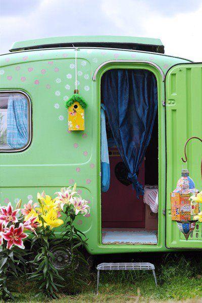 I just love these teardrop trailers: Birdhouses, Vintage Trailers, Mint Green, Polka Dots, Vintage Caravan, Ana Rosa, Travel Trailers, Dreams Cars, Vintage Campers